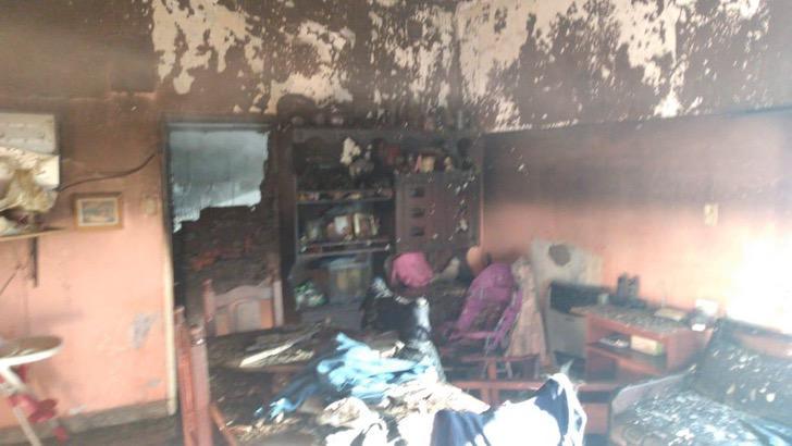 Actos admirables Un incendio atrapó a un perrito en Argentina, este no podía respirar por lo que bomberos le aplicaron RCP para salvarlo